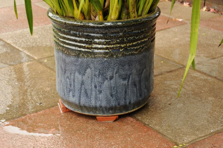 gap between the bottom of the pot and the ground to allow excess water to drain